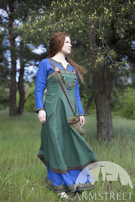 Simple Renaissance Outfits
