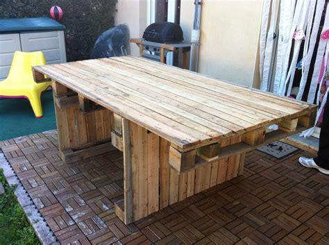 fabriquer un canapé en bois fabriquer table avec palette bois fabriquer une table de