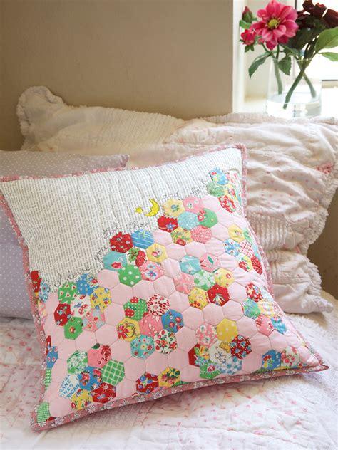 quilting pillow tutorial easy hexie pillow tutorial weallsew