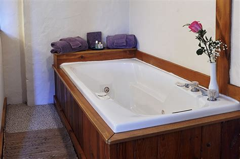 hotel rooms with big bathtubs jacuzzi tub lebanon new hshire hotel rooms du large
