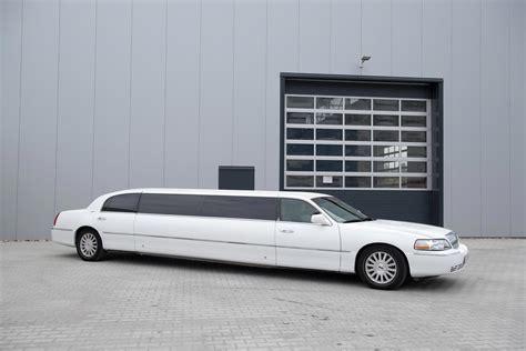 stretch limousine car lincoln town car limousine innen