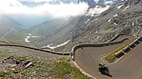 Motorradhelm Bergr Sse by Motorradhotel Traube Post In Graun Vinschgau S 252 Dtirol