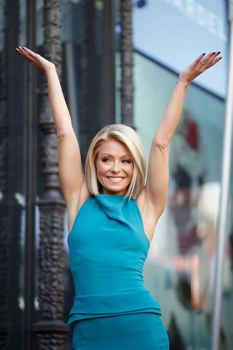 what device does kelly ripa use on her hair kelly ripa celebrates her hollywood walk of fame star