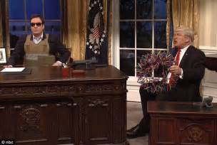 resolute desk trump jimmy fallon plays jared kushner on snl daily mail online