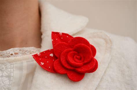 fiore in feltro mariposa creazioni handmade spilla fiore in feltro rosso