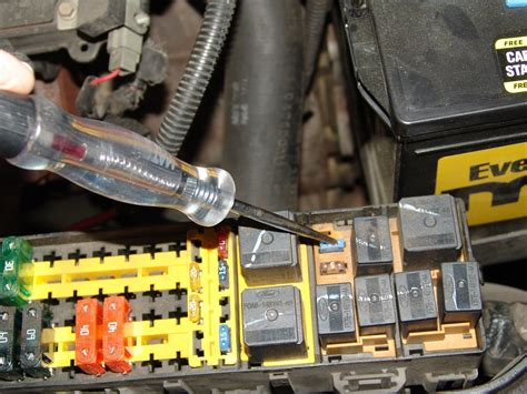 ford taurus ac  working fuse   blows