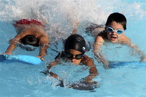 imagenes niños nadando aprender a nadar ni 241 os cubanos al agua cubadebate