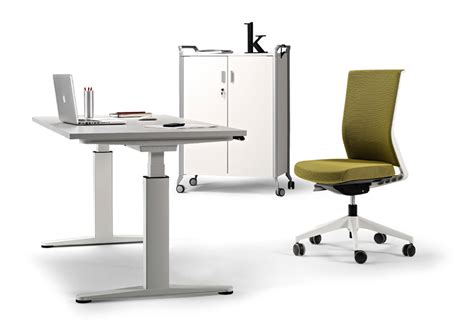 designboom desk the architect s desk mobility by actiu is height adjustable