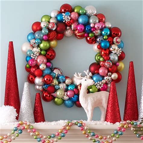 brigt colorful ornament wreath fun holiday crafts