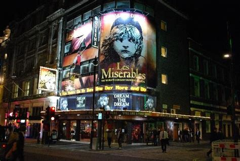 london s theatre district is located in which section of london london s theater district london theater district