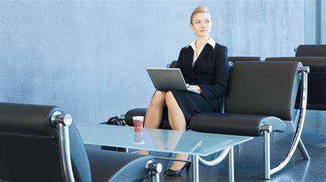preguntas frecuentes en una entrevista para recepcionista preguntas ambiguas para una entrevista el mejor cv