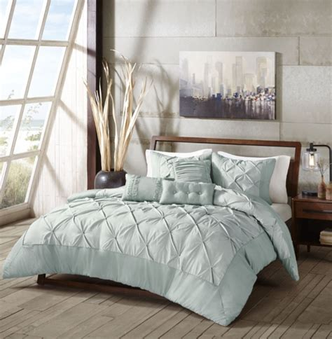 fluffy comforter sets 3 decorative pillows with soft fluffy comforter set and