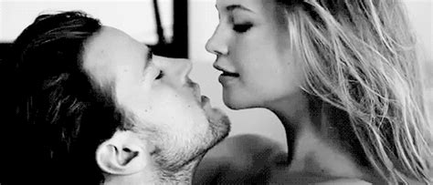 imagenes tumblr gif kiss black and white gif gif find share on giphy
