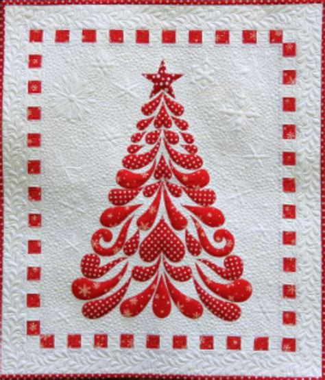 pattern for applique christmas tree feathered christmas tree applique wall hanging quilt