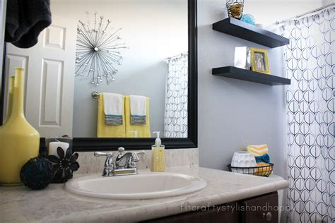 Retro black white gray and yellow bathroom decor decobizz com