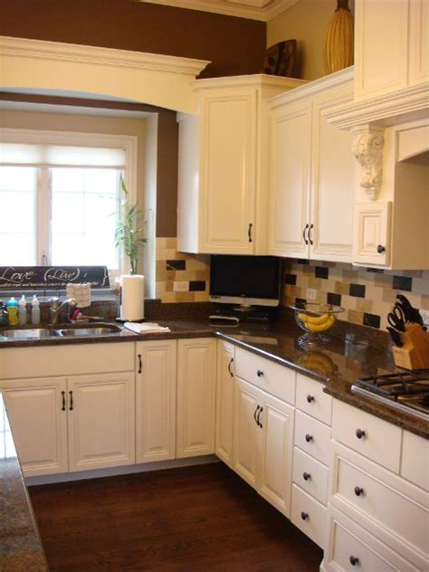 save wood kitchen cabinet refinishers st charles kitchen cabinet refinishers 630 922 9714
