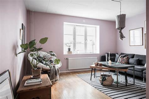 woonkamer roze combineer een roze woonkamer met een donkerblauwe