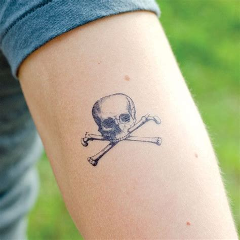 small skull tattoos for girls best 25 pirate skull tattoos ideas on pirate