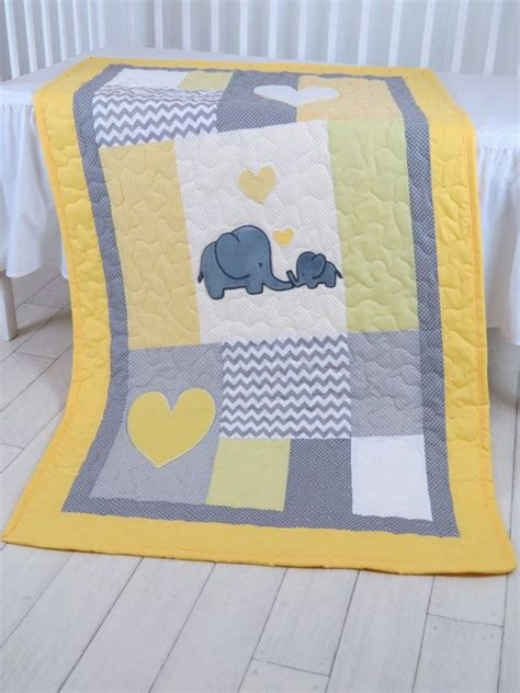Baby Crib Quilt by 25 Best Ideas About Crib Quilts On Baby Quilt Patterns Baby Quilts And Simple Baby