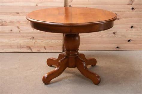 table ronde am 233 liediametre 105 pieds central de style