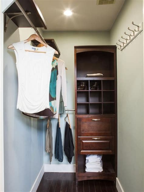 Closet Episodes by 25 Best Ideas About Narrow Closet On