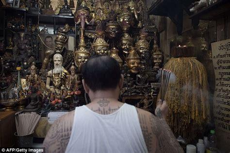 angelina jolie s tattoo artist thailand how angelina jolie sparked fury among the tattoo masters