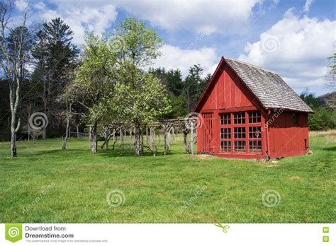 rote garten scheune stockfoto bild 70578579 - Scheune Garten