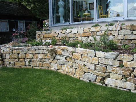 natursteinmauer garten natursteinmauer gartengestaltung zangl
