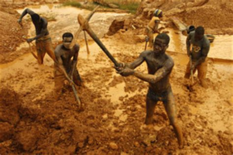 digging for gold children work in harsh conditions paid high price of gold is child slave labor marketwatch