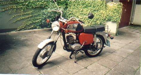 2 Motorräder Auf Anhänger by Mz