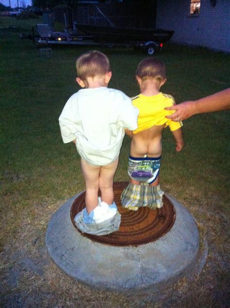 little boy show pee pee pee standing boy tallgibb blogspot boy style pee boys images usseek com