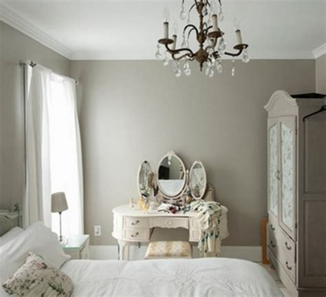 How To Decorate A Bedroom With Mirrored Furniture by Ideas To Use Mirrored Furniture In The Bedroom Interior