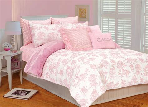 fun functional full size beds  girls house  design
