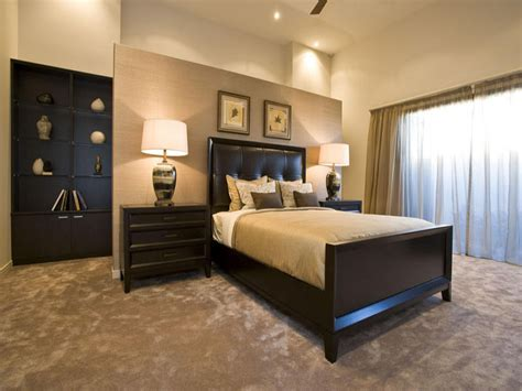 modern bedroom design idea with carpet floor to ceiling