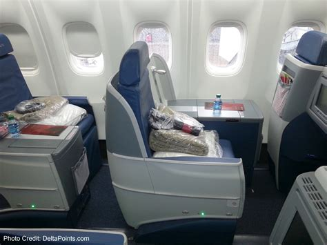 delta airlines comfort class delta 767 300 new business class seats delta points blog