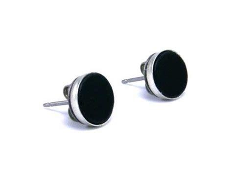 black earrings for