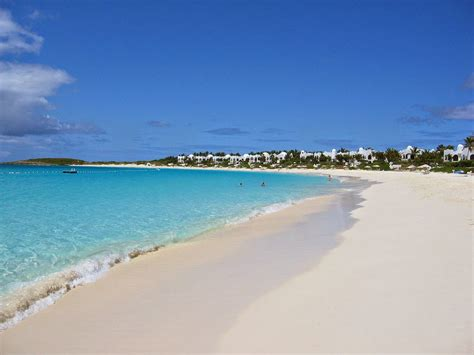 keindahan wisata pantai anyer jakarta dengan pasir putihnya