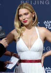 lea seydoux fan mail l 233 a seydoux displays plenty of cleavage with daniel craig