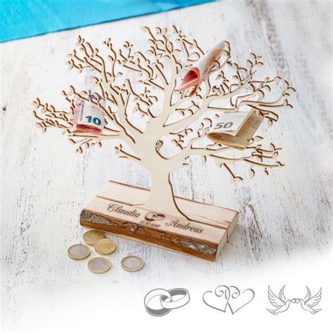 Kleine Hochzeit by Personalisierter Baum Mit Sockel Graviert Zur Hochzeit