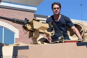 film fury bagus ga brad pitt and shia labeouf entertain us troops at fort