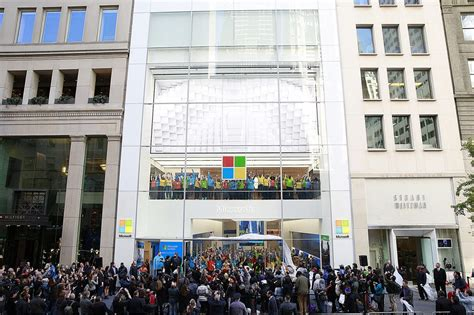 earlier this month microsoft revealed their new flagship phones lumia it s official microsoft is opening a flagship store in