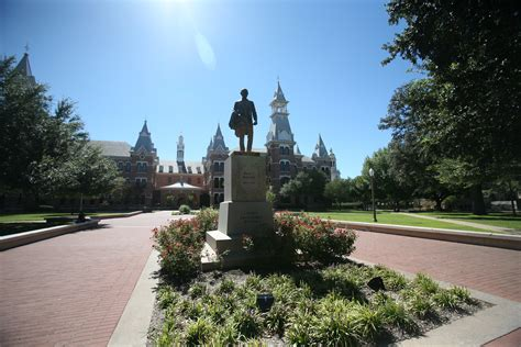 Mba Baylor Ranking by Business School Ranks No 2 In Nation The Baylor Lariat