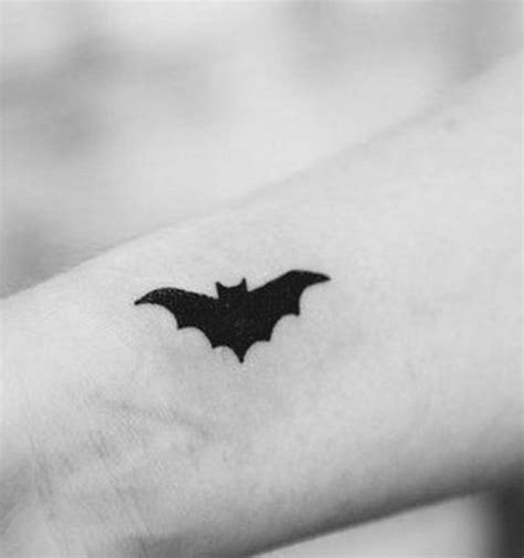 simple tattoo batman creativi disegni del tatuaggio bat tatuaggi e piercing