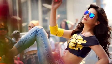 full hd video heropanti kriti sanon in heropanti song www pixshark com images