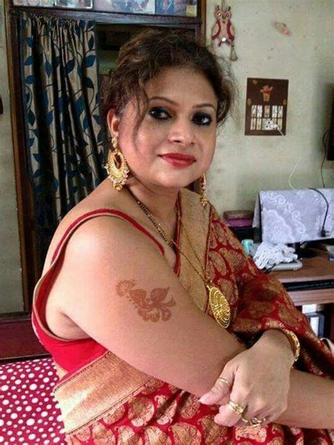 Blouse Live in saree with sleeveless blouse real