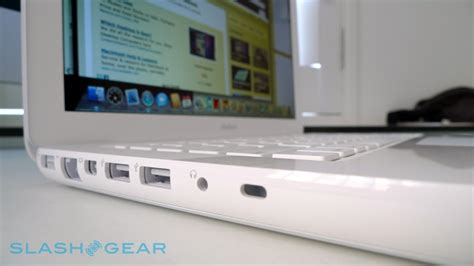 Macbook White Unibody macbook unibody review late 2009 slashgear