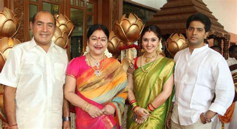 actor vijay biodata family sridevi vijaykumar biography profile family photos