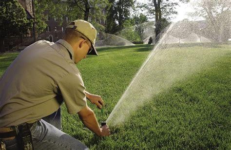 quando innaffiare il giardino irrigare il prato in estate quando e quanto progettazione