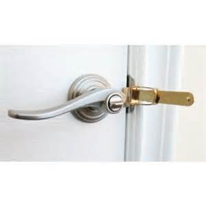 bedroom door locks from outside hotel safety tips for travelers detective kevin coffey