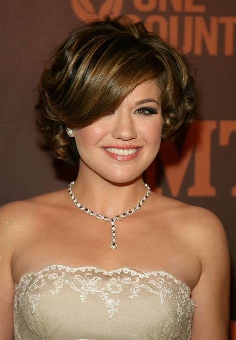 cmt hairstyles kelly clarkson hollywood s best bob hairstyles stylebistro